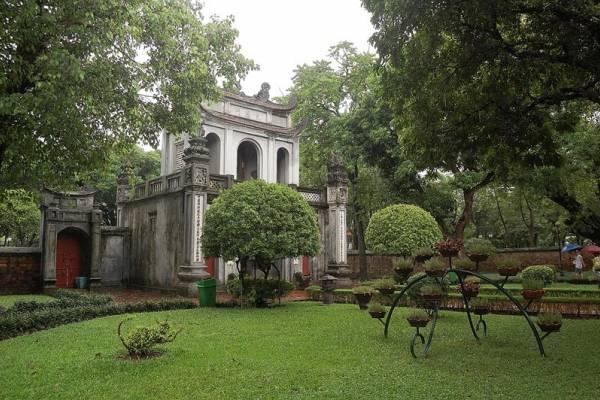 Bajo la lluvia de Hanoi